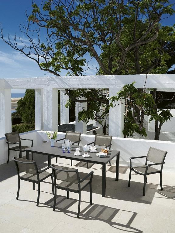 Barlow Tyrie Gartenmöbel - diese Gartenmöbel von Barlow Tyrie erhältlich bei Decoris Interior Design Zürich Innenarchitektur und Inneneinrichtung am Zürichberg