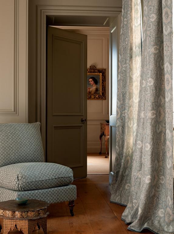 Colefax & Fowler Stoffe Textiles. Diese Stoffe von Colefax and Fowler sind erhältlich bei Decoris Interior Design Zürich - Innenarchitektur Zürich und Inneneinrichtung Zürich am Zürichberg mit auf Sie persönlich zugeschnittenen Inneneinrichtungskonzepten. Ihre Experten für Innenarchitektur in Zürich und Inneneinrichtung in Zürich