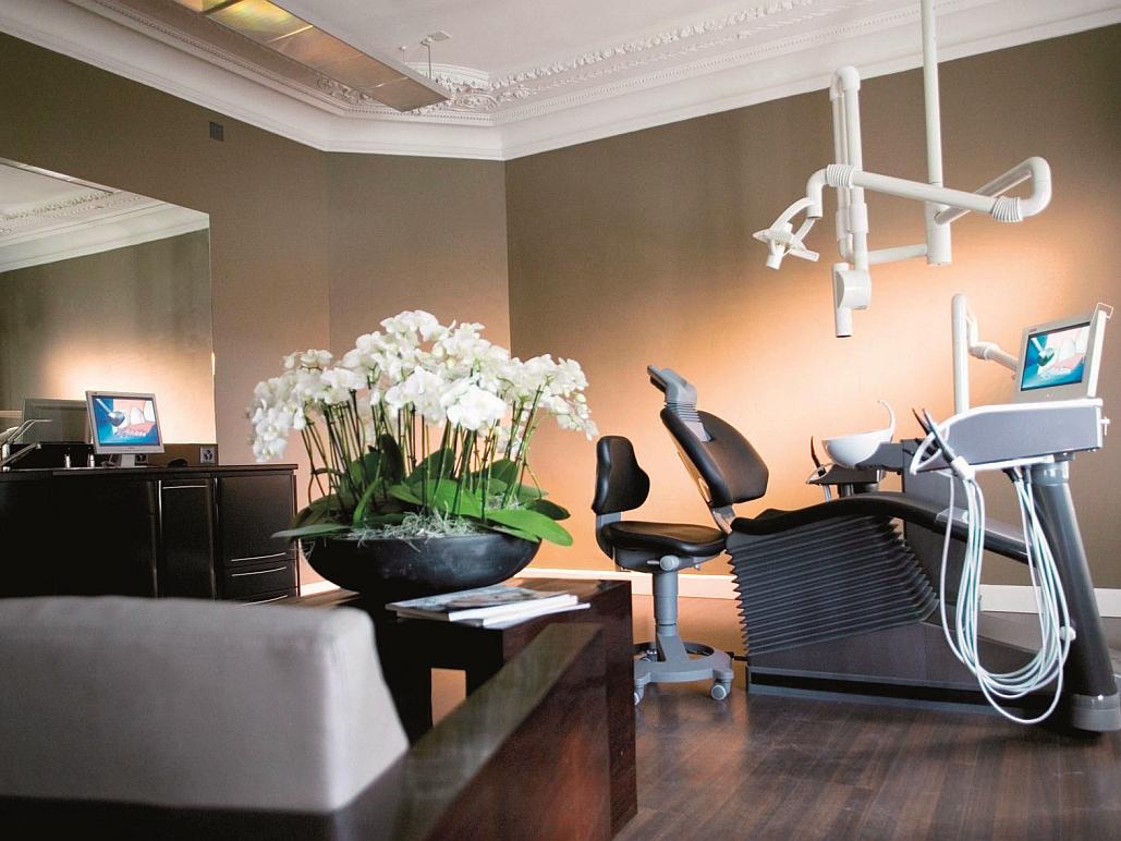 Swiss Smile Zürich - Decoris Interior Design Zürich - Innenarchitektur und Inneneinrichtung am Zürichberg mit auf Sie persönlich zugeschnittenen Inneneinrichtungskonzepten. Ihre Experten für Innenarchitektur und Inneneinrichtung in Zürich