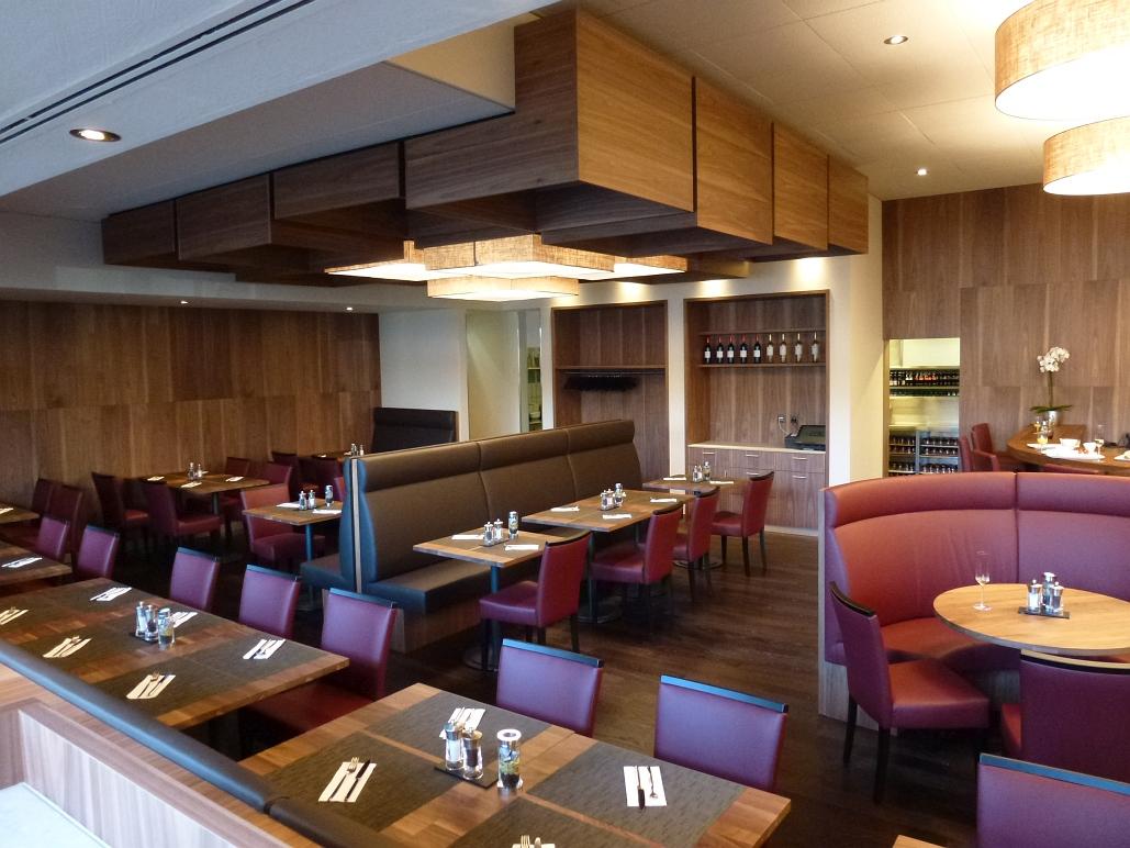 Mövenpick Hotel Regensdorf Restaurant - Decoris Interior Design Zürich - Innenarchitektur und Inneneinrichtung am Zürichberg mit auf Sie persönlich zugeschnittenen Inneneinrichtungskonzepten. Ihre Experten für Innenarchitektur und Inneneinrichtung in Zürich